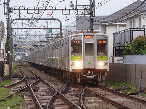 京王電鉄 各停 高尾山口行き7 都営10-000系240F緑プレート