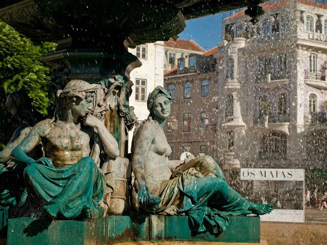 Plaza Rossio y Os Maias - Lisboa, por El Guisante Verde Project