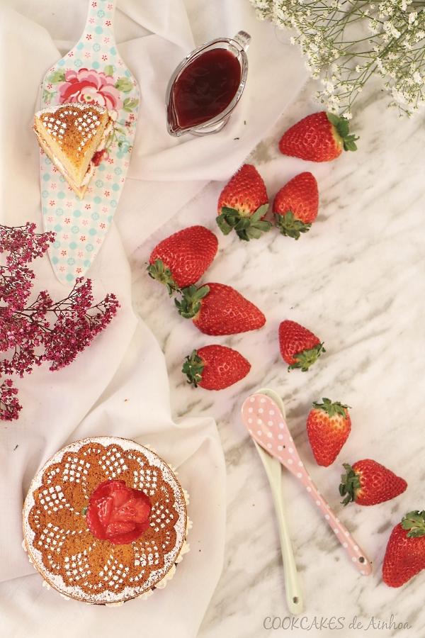 Victoria Sponge Cake. Tarta fácil de vainilla, fresas y nata