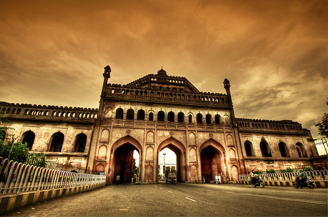 Rumi Darwaaza, Lucknow