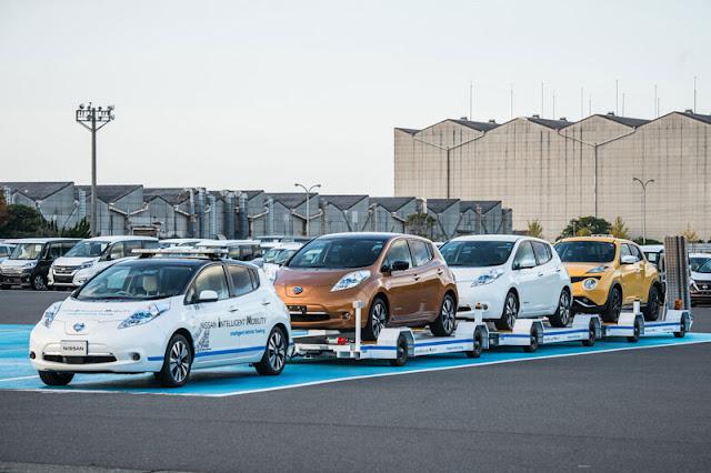 Αυτοκίνητα χωρίς οδηγούς μεταφέρουν άλλα αυτοκίνητα χωρίς οδηγούς