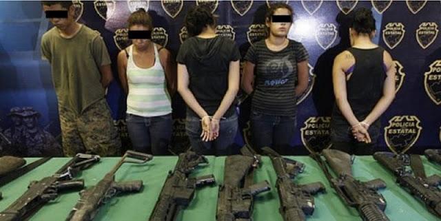 """Celeste tiene 16 años, """"soy sicaría y experta en las AK-45 y la AR-15"""", dice."""