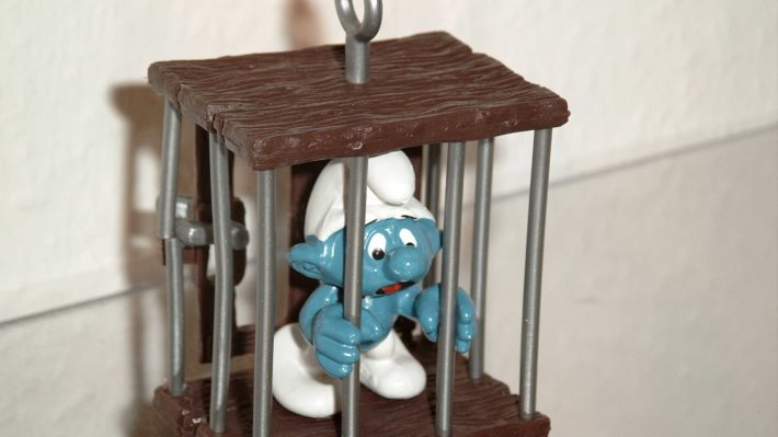 Wallpaper: Trapped Smurf