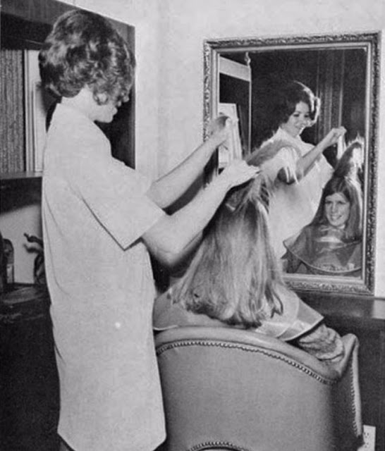 Inside Vintage Beauty Salons From The 1950s And 1960s