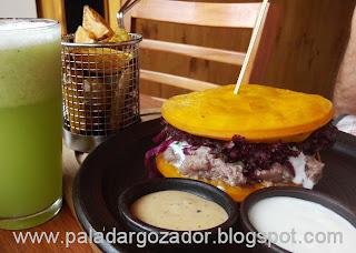 Capicua Sandwich Crudo en Sopaipillas