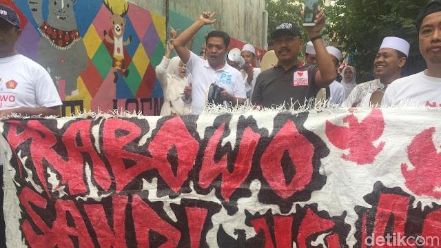 Habiburokhman Kampanye Pakai Spanduk Prabowo-Sandi dari Karung Bekas