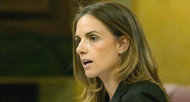 El PSOE castiga a Susana Sumelzo tras su 'no' a Rajoy