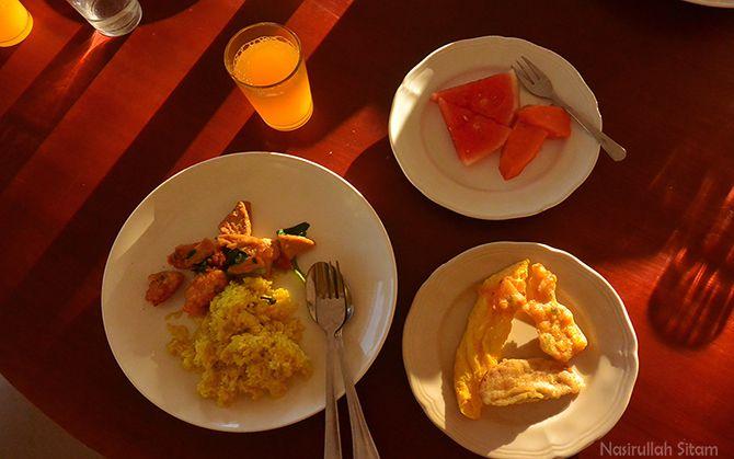 Menu sarapan sederhana yang kunikmati
