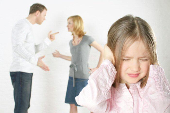 Cha mẹ ly hôn ảnh hưởng tới trẻ em dưới 15 tuổi