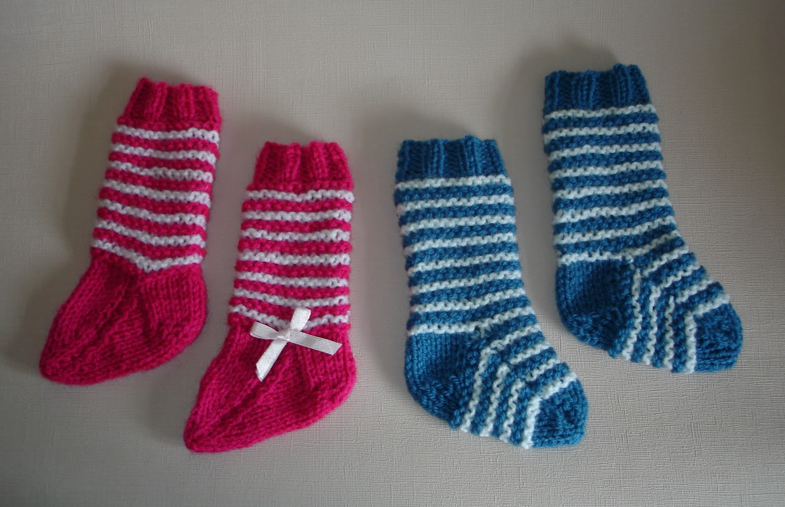 Knitting Patterns For Men s Socks On 4 Needles : mariannas lazy daisy days: 2-needle baby socks