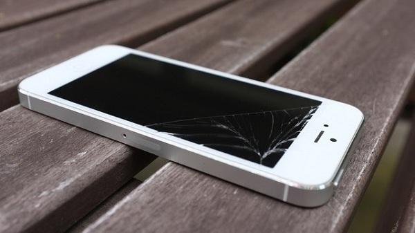 mặt kính iPhone 5 bị vỡ cần phải thay mới