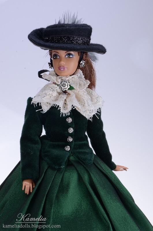 Suknia z żabotem dla lalki Barbie.