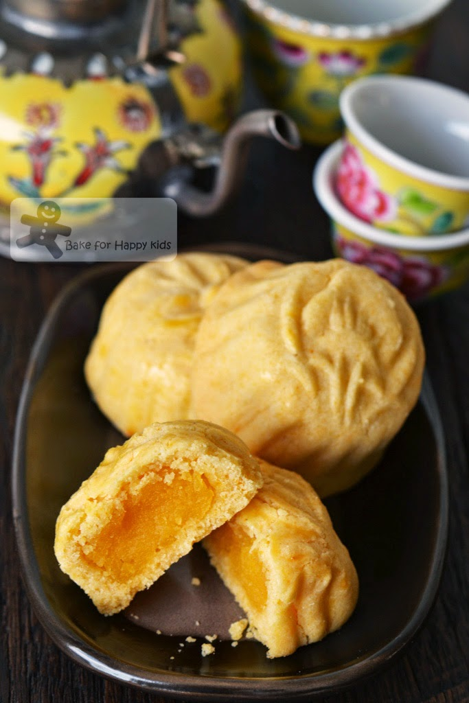 mini baked custard mooncakes