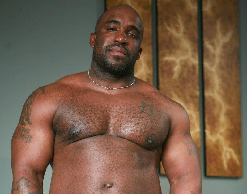 Толстые очень большие члены негров делают масленицы массаж