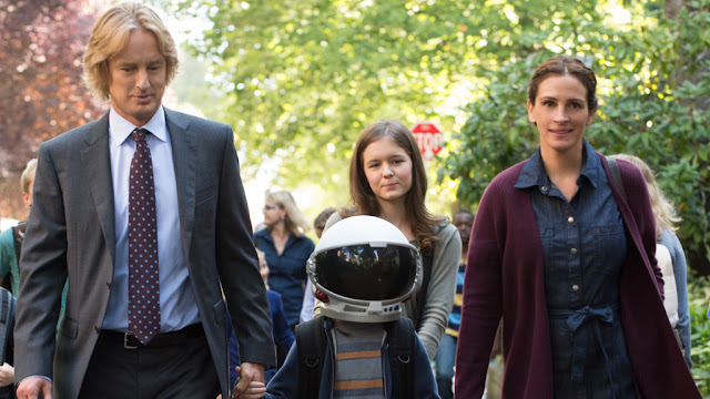 Owen Wilson, Jacob Tremblay (con el casco), Izabela Vidovic y Julia Robert en Wonder