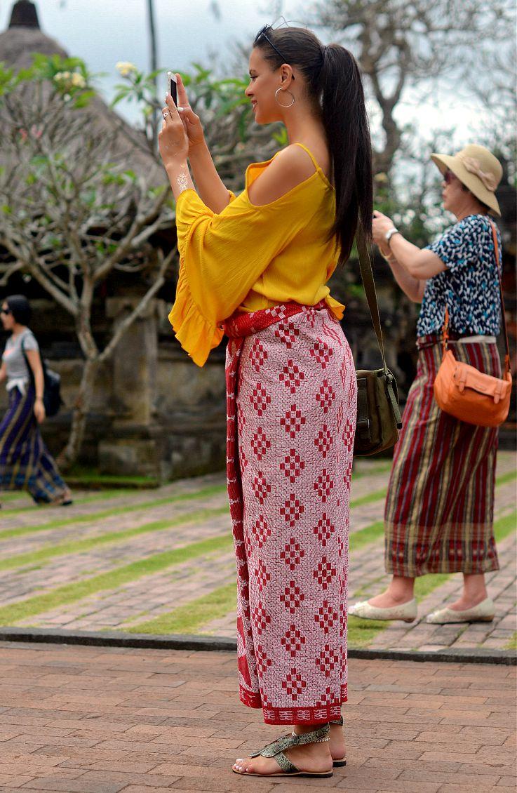 Tamara Chloé, Sarong, Bali, Indonesia, Batuan Temple