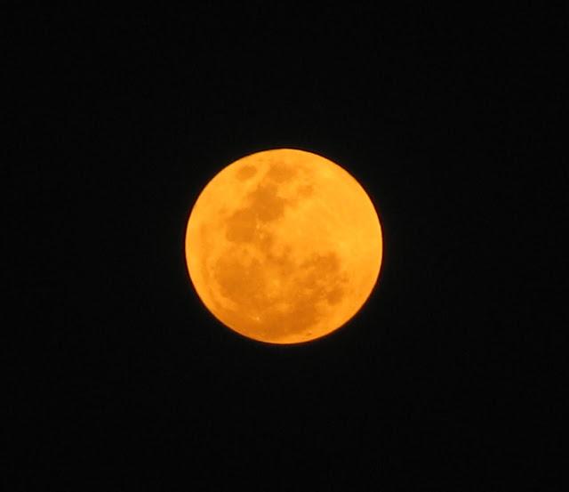 Bulan Raja Zalim Tobat Karena Melihat Bulan Terbelah