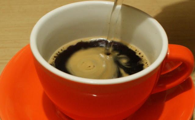 9. Tambahkan air panas sesuai selera dan Kamu bisa menambahkan gula sesuai selera.  9. add hot water as you like and sugar as you like.