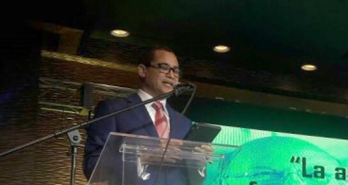 Hipólito Mejía presenta al exmiembro de la JCE, Eddy Olivares, como su vocero