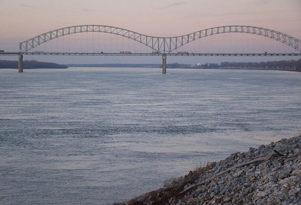 แม่น้ำที่ยาวที่สุดในโลก, แม่น้ำมิสซิสซิปปี อยู่ตอนกลางของสหรัฐอเมริกา เป็นเครือข่ายสาขาแม่น้ำที่ใหญ่ที่สุดในทวีปอเมริกาเหนือ มีความยาวทั้งสิ้น 3,730 กม