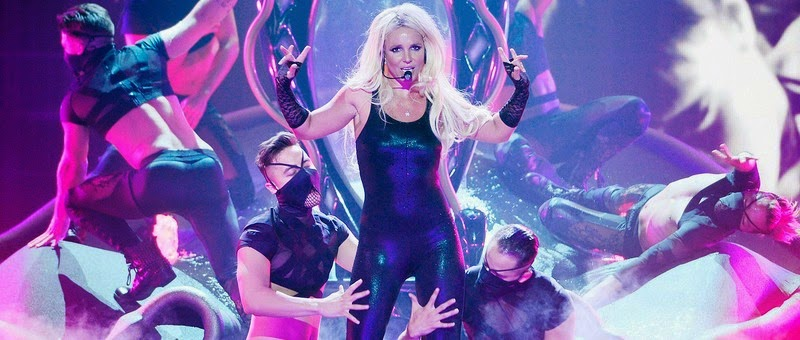 Britney Spears machuca seu tornozelo e cancela dois shows!