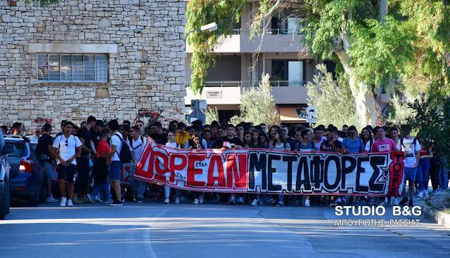 Πορεία διαμαρτυρίας Λυκείων του Ναυπλίου για το πρόβλημα της μεταφοράς των μαθητών (βίντεο)