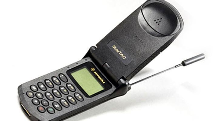 handphone ini kakaknya motor razr yang jadi primadona hp dari motorola hp paling bersejarah semua handphone selain pioner flip