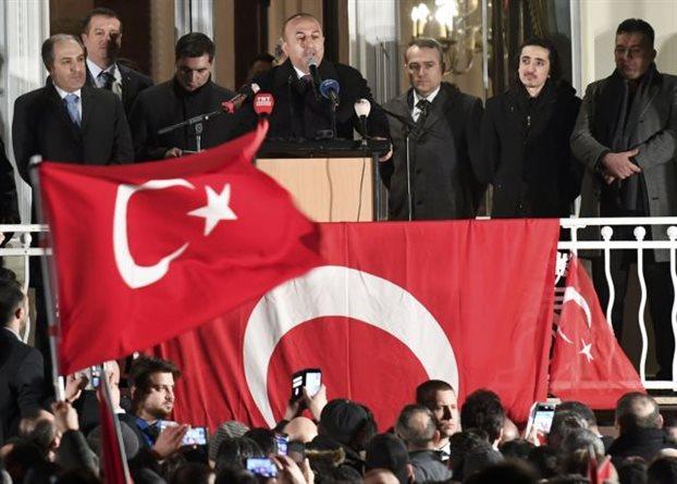Προκαλεί την Γερμανία ο ΥΠΕΞ του Ερντογάν από το έδαφός της