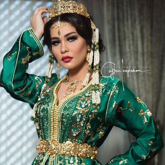 Catalogue Caftan 2019 - Robes Originales de Luxe - Caftan Marocain ... 3d1531d308b