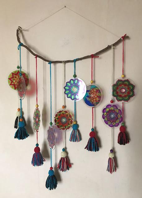 Mandalas con adorno de lanas y cuentas de madera