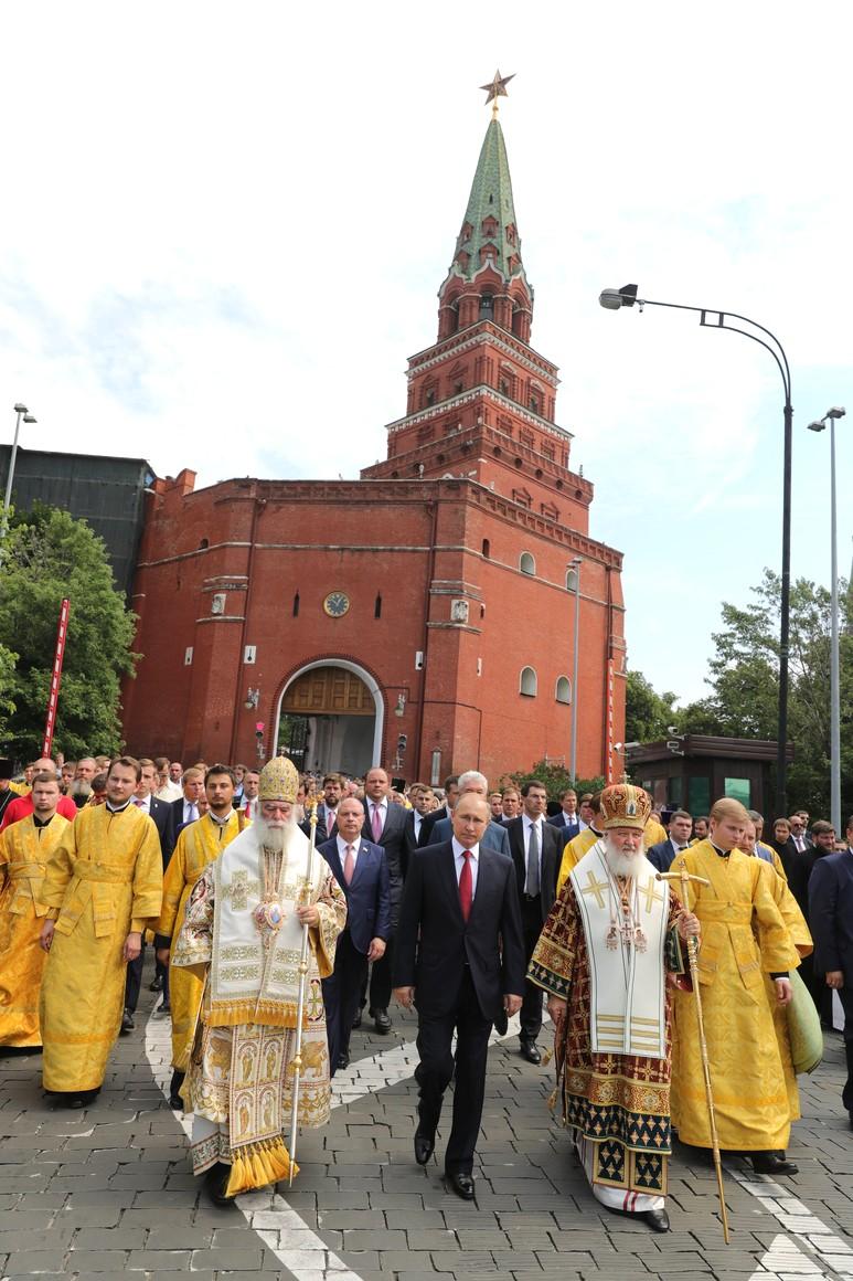 Владимир Путин принял участие в праздничных мероприятиях по случаю 1030-летия крещения Руси.