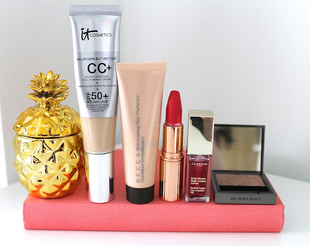 A picture of my summer holiday beauty and makeup essentials 2016