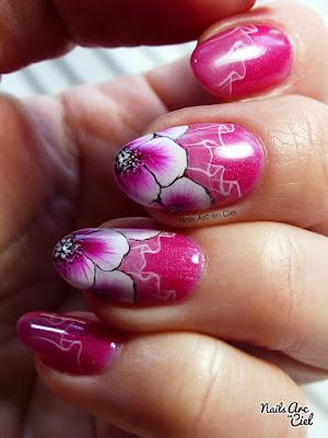 Nail art - Fleurs de cerisier Sakura en One Stroke et voile transparent par Nails Arc en Ciel