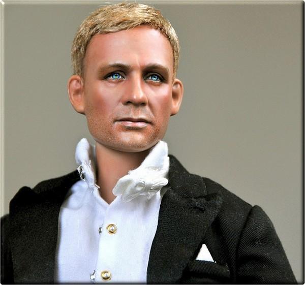 Muñeca o figura de acción con increíble parecido Daniel Craig