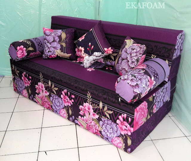 Sofa bed inoac motif bunga diva ungu