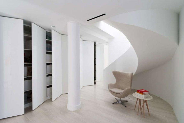 "Open wall closets in Modern New York Apartment by ""Resolution: 4 Architecture"""