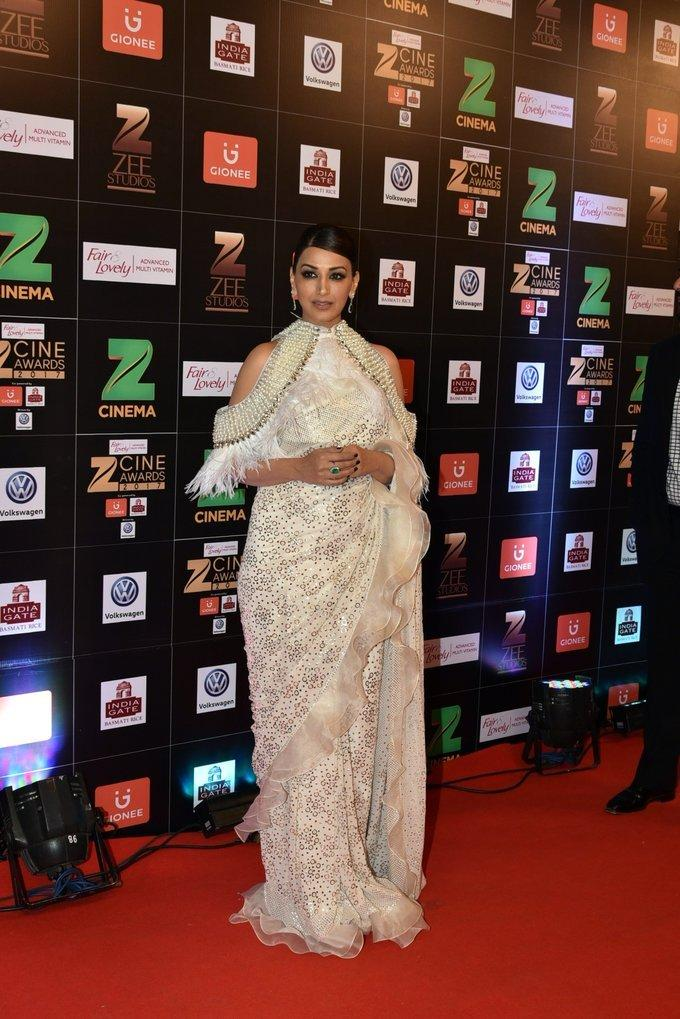 Indian Model Sonali Bendre At Zee Cine Awards 2017