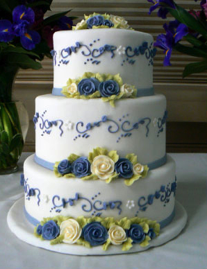 how to make a multi layered wedding cake oohlala cakes multi layer wedding cake with flower 15823