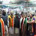 राहुल गांधी के अखिल भारतीय कांग्रेस पार्टी के राष्ट्रीय अध्यक्ष चुने जाने पर अहमदाबाद में कांग्रेस  कार्यकर्ताओं ने मिठाई खिलाकर ख़ुशी मनाई
