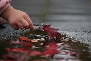 Leuncang, Cileuncang dan Leuncangeun, genangan air hujan, hujan meninggalkan genangan, mantan meninggalkan kenangan