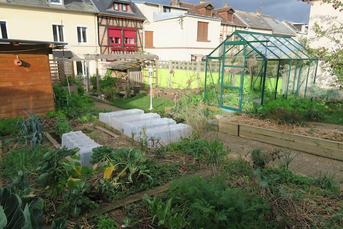 alalumieredunouveaumonde il cultive un jardin urbain et a r colt 300 kg de l gumes. Black Bedroom Furniture Sets. Home Design Ideas
