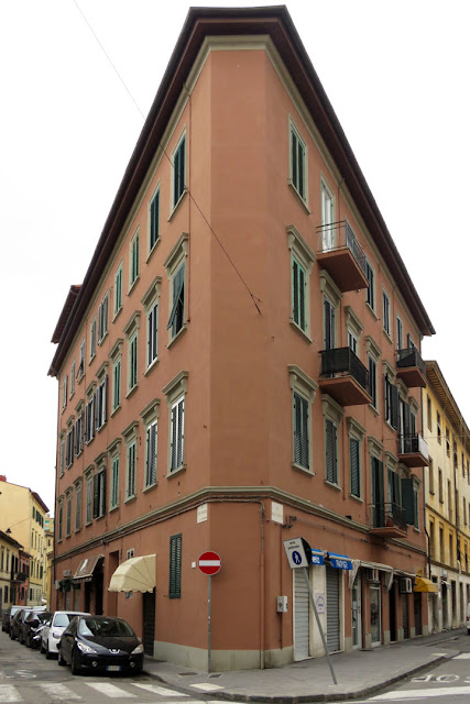 Corner building between Via Enrico Mayer and Via delle Bandiere, Livorno