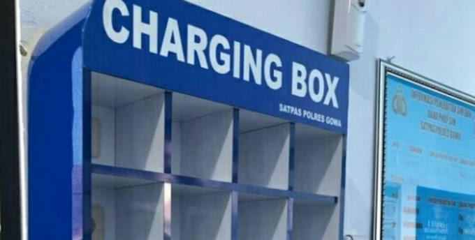 Jangan Takut Hp Lawbat,Fasilitas Charging Box Gratis Tersedia Di Ruang Tunggu Pengurusan Sim