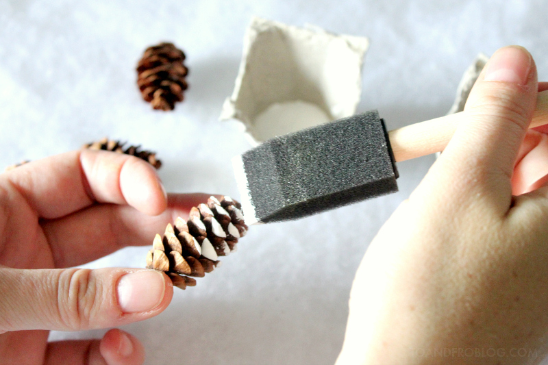 Pinecone Holiday Gift Wrap Tutorial / Rubbermaid TakeAlongs