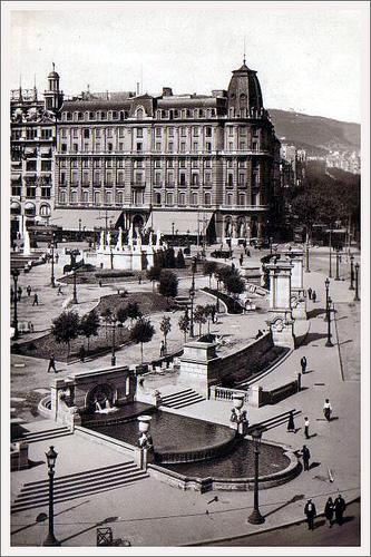 Plaça Catalunya Con El Antiguo Y Elegante Hotel Colón Al Fondo Barcelona Olvidada Pinterest