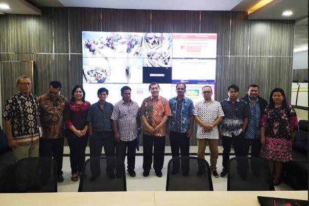 Foto bersama usai menyaksikan Uji Coba Aplikasi Command Centre