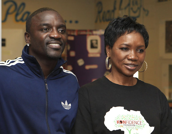 Arinkokegists: Akon Steps Out With One Of His Wives In France