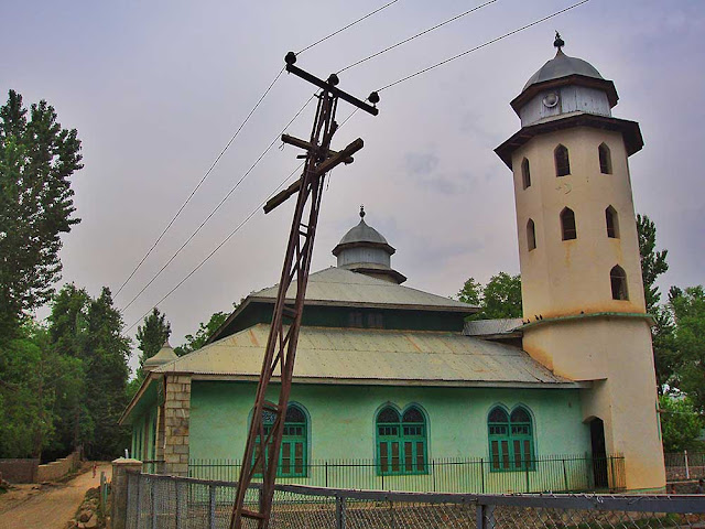 ladhoo ancient shiva temple mosque kashmir valley