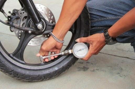 tekanan ban motor perlu dicek rutin