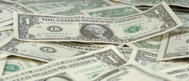الدولار يواصل صعوده بالسوق السوداء ويضرب جميع الأرقام القياسية